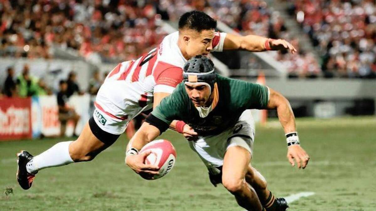 South Africa's Cheslin Kolbe scores a try
