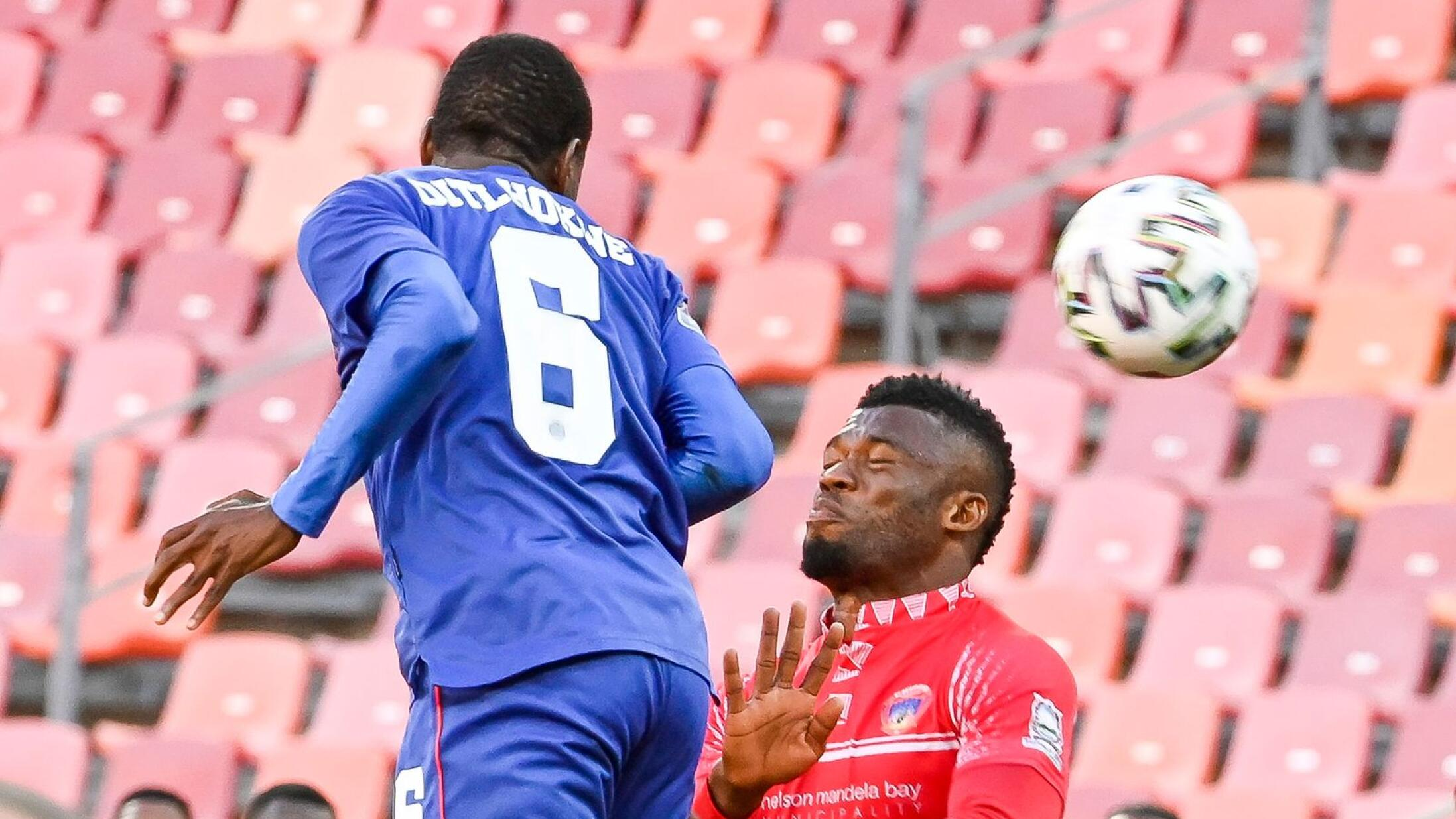 Thatayaone Ditlhokwe of Supersport United and Augustine Kwem of Chippa United fight for the high ball