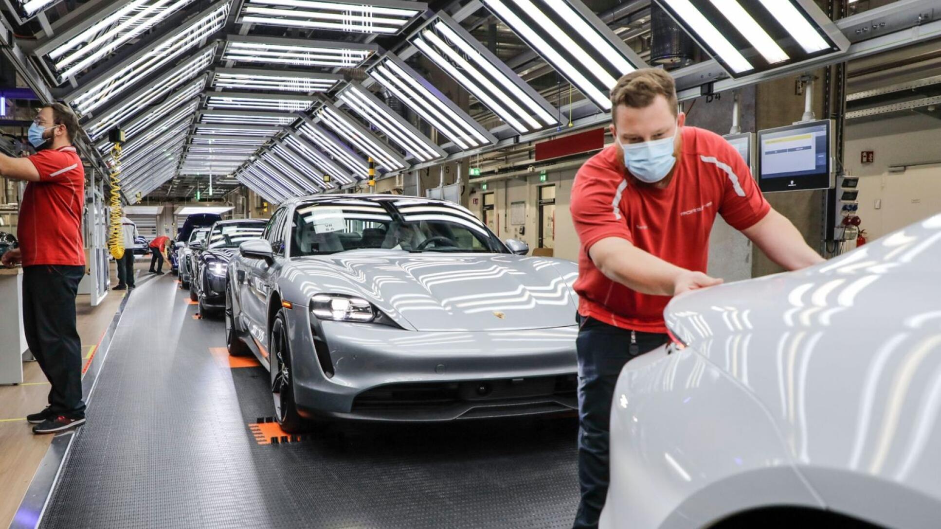 Inside the Porsche Taycan factory